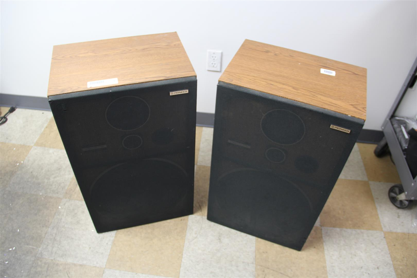 Pair of vintage pioneer cs g403 floor standing 3way for 12 floor speaker