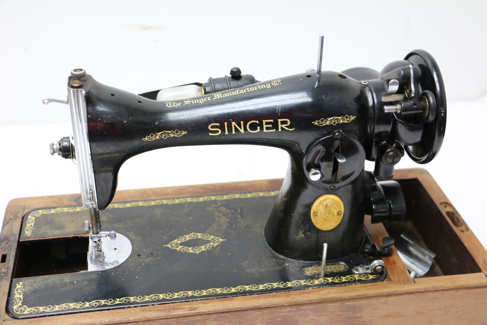 vintage singer sewing machine aj073122 w case and attachments for repair ebay. Black Bedroom Furniture Sets. Home Design Ideas